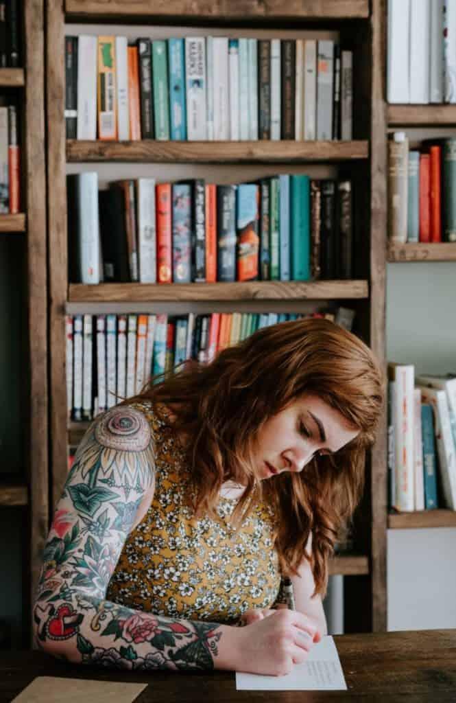 Girl writing - blog photo