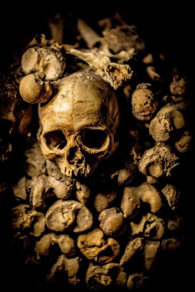Can I write a scary story in 150 words skull image